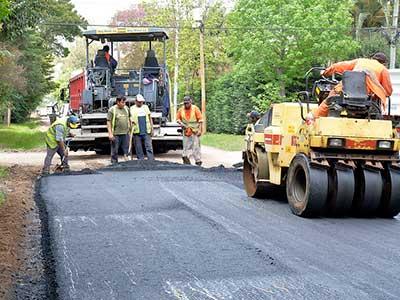 Obras de asfalto en el barrio La Bota de Benavídez